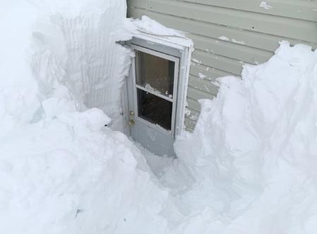 ВИДЕО: Снежен хаос во Канада – наноси од снег повисоки од 4 метри