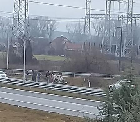 ФОТО: Цитроен излета во Радишани, жена со повреди пренесена во болница