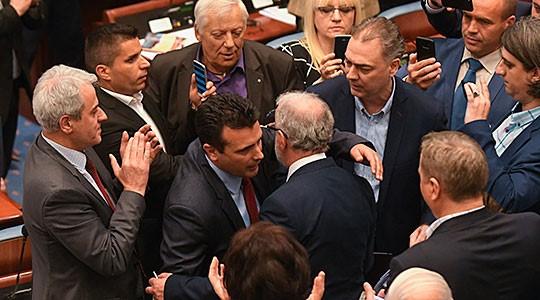 Џафери го назначи, тој и ќе го разреши: Во 16 часот Заев и официјално паѓа!