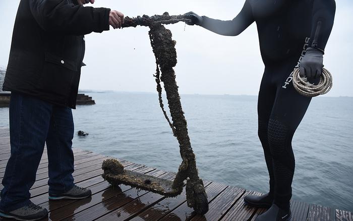 Од морето во Солун извлечени 21 електричен тротинет, 2 мотори, велосипеди…