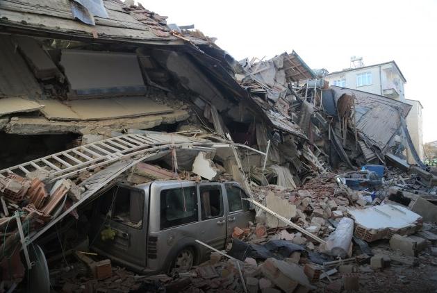 НАЈНОВИ ДЕТАЛИ: Најмалку 35 загинати и 45 спасени од урнатините по земјотресот во Турција