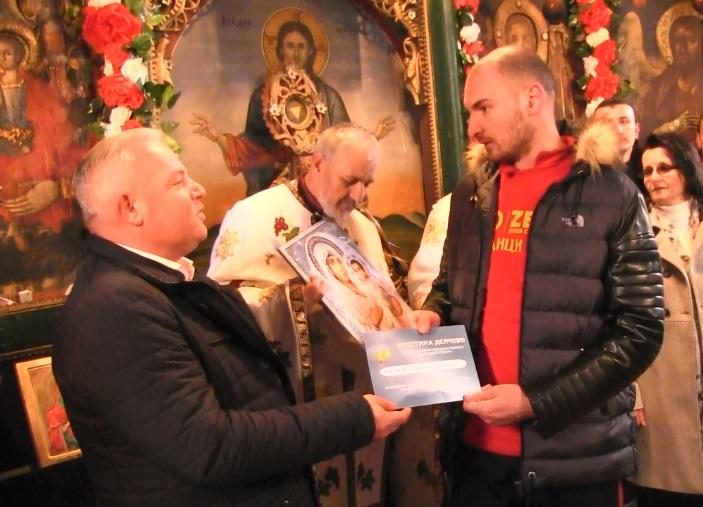 Хуманоста на дело: Момчето кое го фати Светиот крст во Делчево го донираше телевизорот кој го доби за подарок