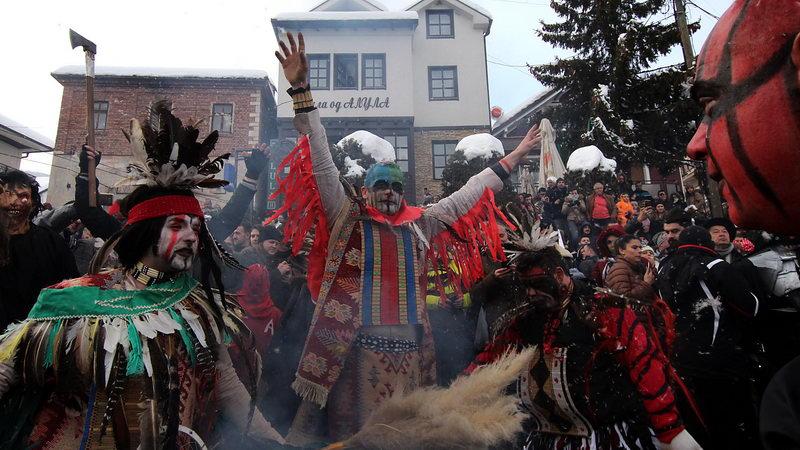 Вевчани ги живее своите два дена возбуда со карневалот под маски