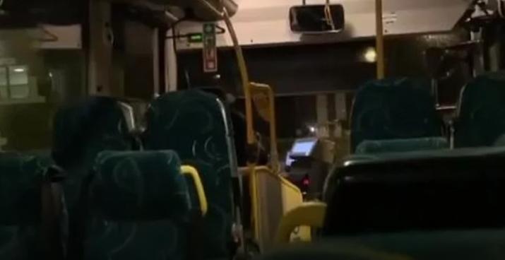"""Возачот мислел дека е сам во автобусот и си направил """"концерт"""" (ВИДЕО)"""
