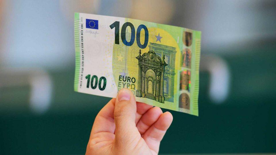 Во Србија од 15 мај сите полнолетни граѓани што ќе се пријават добиваат 100 евра
