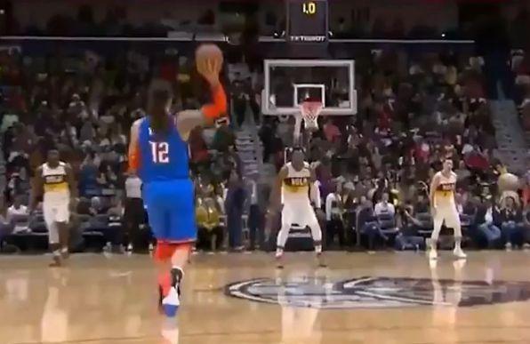 Потег на денот во НБА: Лабаво со една рака погоди од половина терен (ВИДЕО)