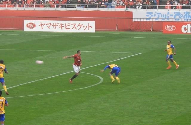 Ибрахимовиќ да му позавиди: Бразилец во Јапонија даде гол со петица од 18 метри (ВИДЕО)