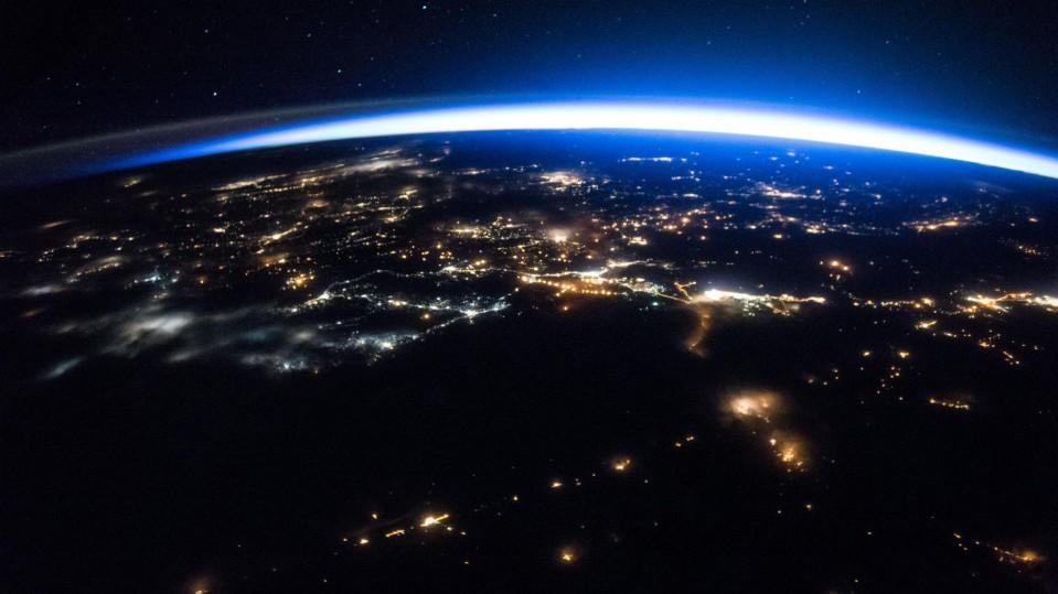 Дури 8.000 луѓе чекаат да отпатуваат во вселената