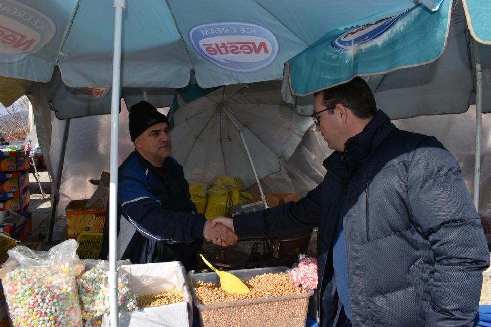 Трипуновски во посета на пазарџиите во Виница