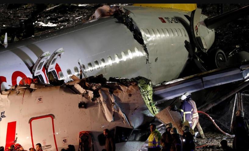 Уапсен капетанот на авионот што се распадна на три дела