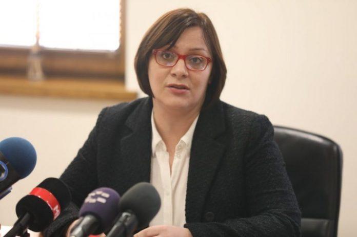 """Димитриеска-Кочоска: Лицемерно е да се каже """"очекувам солидарност од администрацијата"""", а во исто време државата да троши немилосрдно"""