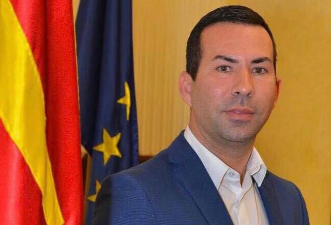 """ФОТО: Пратеник на СДСМ се изглупира """"за сите пари"""""""