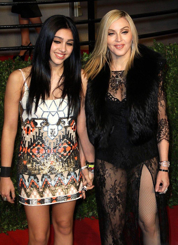 Ќерката на Мадона го згрози светот: Едвај стоеше на нозе откако претера со алкохолот, во еден момент дури покажа премногу (ФОТО)