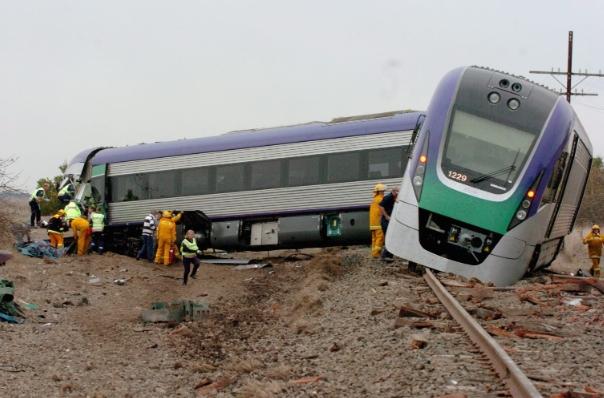 Двајца загинати: Воз излета од шините кај Мелбурн