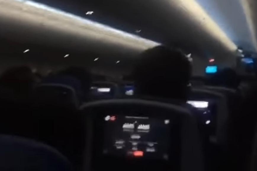 """ВИДЕО: Авион влета среде бурата """"Кијара"""", патниците во паника, а од глетката ќе ви се заледи крвта"""