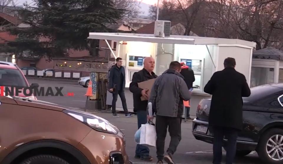 Не биле таму за правда туку за сендвичи: Даскаловски го користи службеното возило да товари седнвичи за членовите на СДСМ