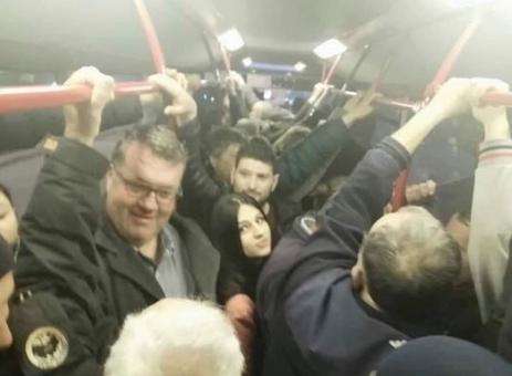 Корисниците на социјалните мрежи удрија по Велимир Смилевски: Така ли ги товараш сега твоите тазе вработени на маршот на СДСМ? (ФОТО)