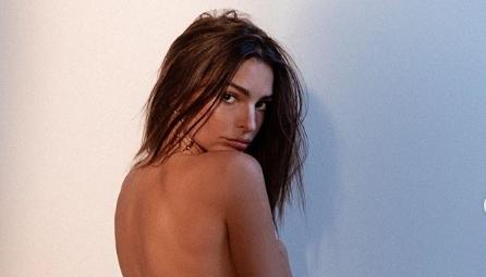 Емили Ратајковски ја рекламираше својата нова секси колекција: Во проѕирна долна облека, а како да е гола! (ФОТО+ВИДЕО)