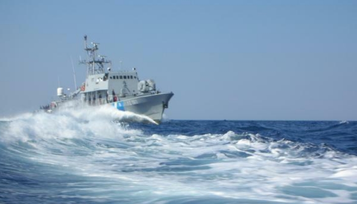 Казна за веслач во Грција кој и покрај лошото време влегол во морето, а потоа барал помош