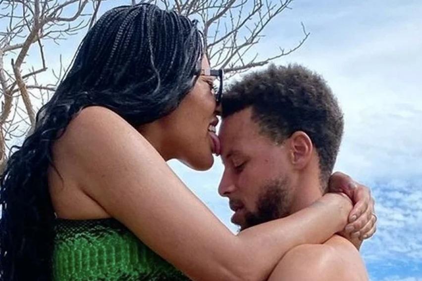 """Легендарниот кошаркар на НБА се занесе со сопругата и стана хит на интернет: """"Вака изгледа ерекција на среќно оженет маж"""" (ФОТО)"""