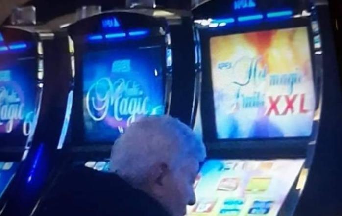 На пратеникот на ДУИ не му стига платата, па отишол во казино да ја дуплира (ФОТО)