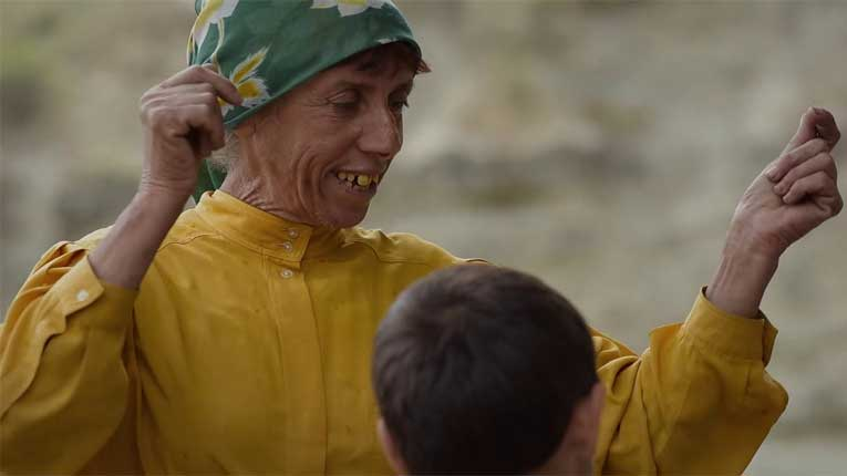 Подготвена за Оскарите: Атиџе со нова фризура ќе блесне на црвениот килим и ќе им парира на холивудските ѕвезди (ФОТО)