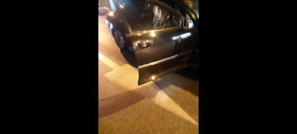 """ФОТО: Изрешетаното """"Ауди"""" оставено на улица сведочи за нападот во Железара"""