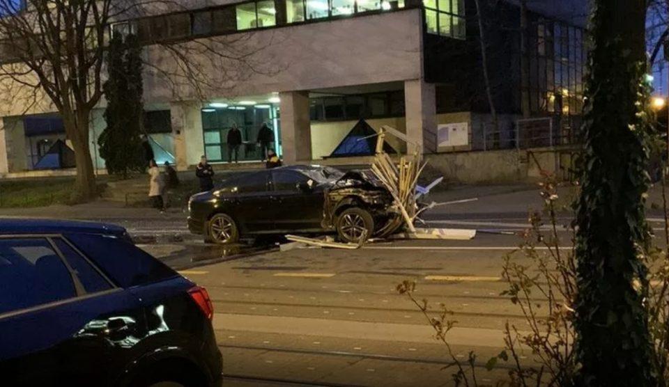 Стравична сообраќајка во Загреб: Со Ауди разнесе цела трамвајска станица (ВИДЕО)