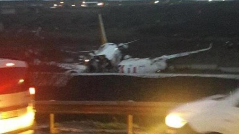 Авион во Турција ја промаши пистата, 21 повреден