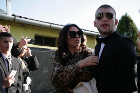 Вељко и прати на Цеца приватна фотографија што прави со трудната Богдана во карантин, па пејачката не издржа- ја сподели со сите