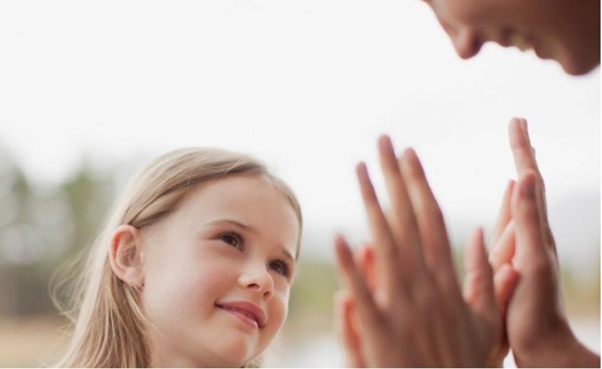 """Заборавете на """"браво""""! Како да му упатувате пофалби на вашето дете?"""