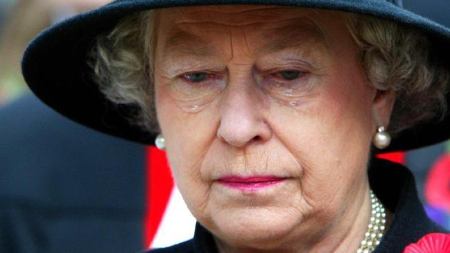 ТРЕТА ЛИЧНОСТ ИМ ГО РАСТУРИ БРАКОТ: Поради овој развод во кралското семејство кралицата Елизабета е во тага (ФОТО)