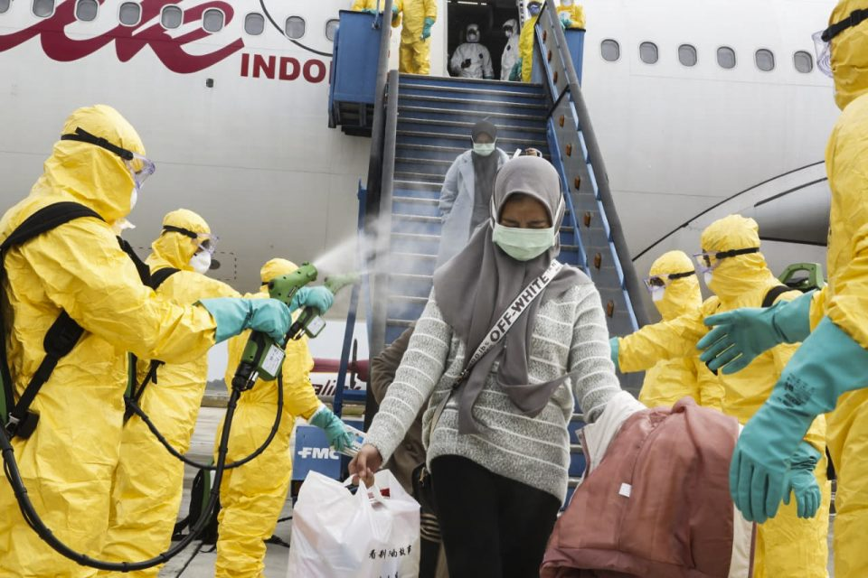ФОТО: Масовна евакуација од Вухан, центарот на коронавирусот