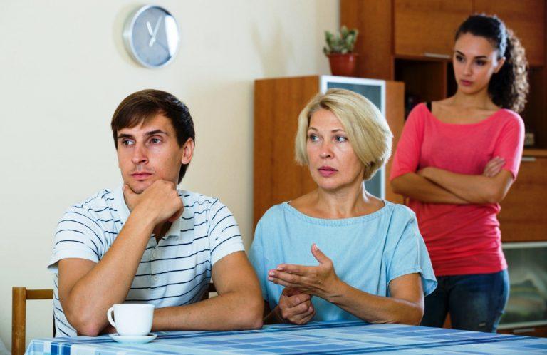 7 знаци што откриваат дека родителите на партнерот се токсични личности