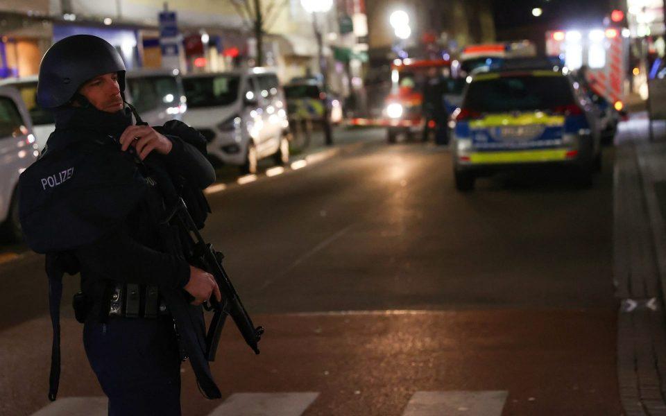 Германија: Напаѓач уби 8лица во близина на Франкфурт, полицијата го пронајде мртов во неговиот дом