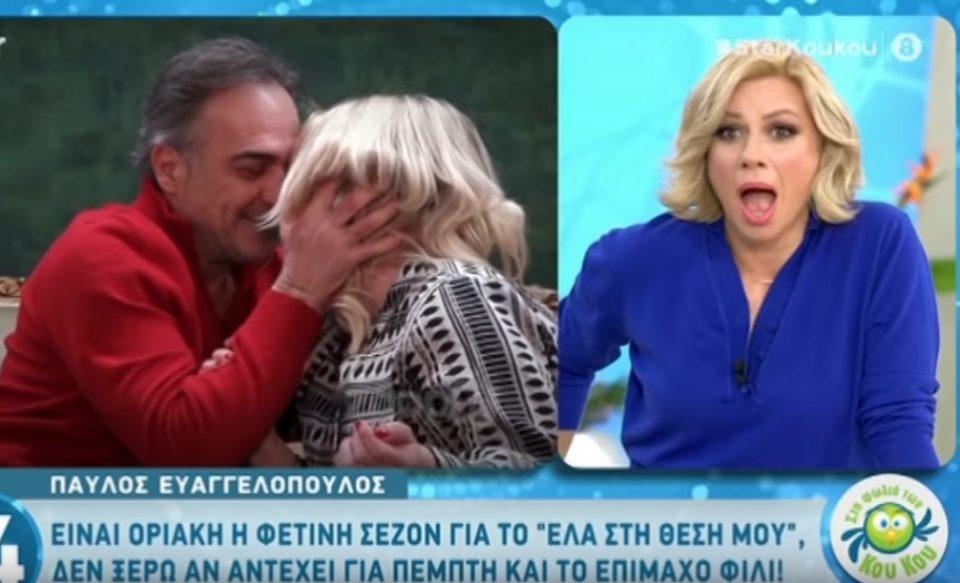 Шок на емисија во живо: Актерот страсно ја бакна новинарката, а колегите… (ВИДЕО)