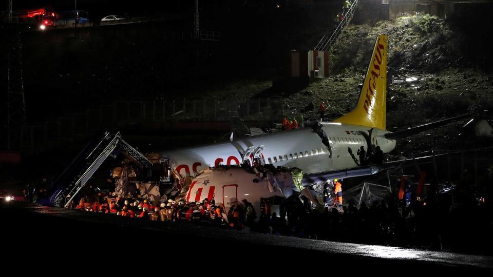 НАЈНОВИ ДЕТАЛИ: Тројца загинати, 179 повредени по излетување на авионот во Истанбул