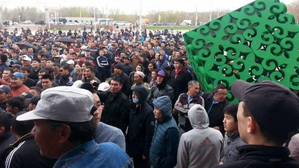 Околу 200 приведени пред протести на опозицијата во Казахстан