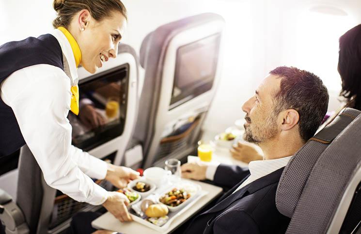 Зошто храната во авион има различен и чуден вкус?
