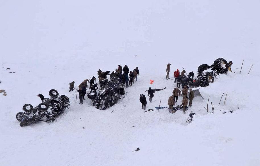 Расте црниот биланс: Најмалку 33 лица загинаа во лавини во Турција