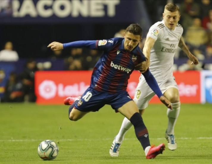 Реал Мадрид загуби од Леванте и го отстапи лидерското место на Барселона