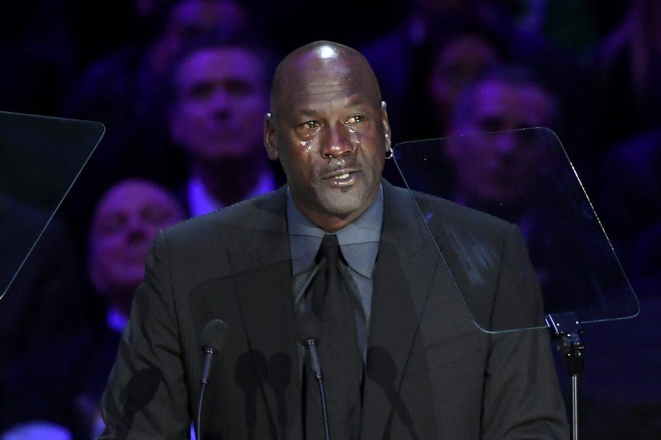 ВИДЕО: Не можеше да ги запре солзите, емотивен говор на Мајкл Џордан на комеморацијата за Коби