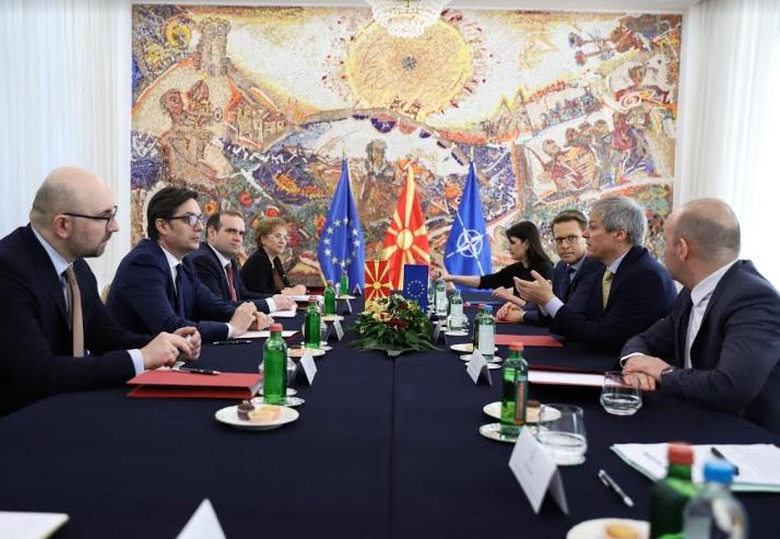 Средба на Пендаровски со европратениците Чолош и Кјучук