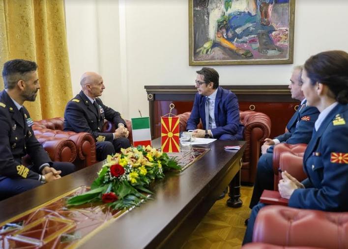 Пендаровски на средба со НГШ на Италија, Енцо Вечиарели