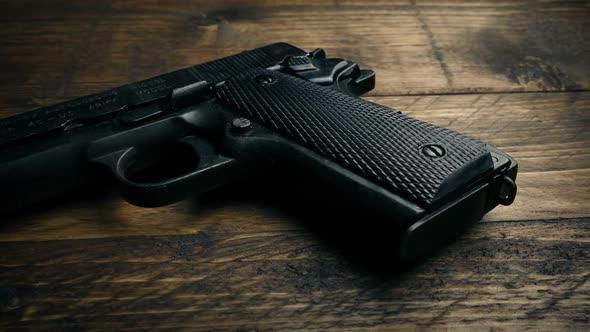 Полицаец си го заборавил пиштолот во тоалет во скопско казино