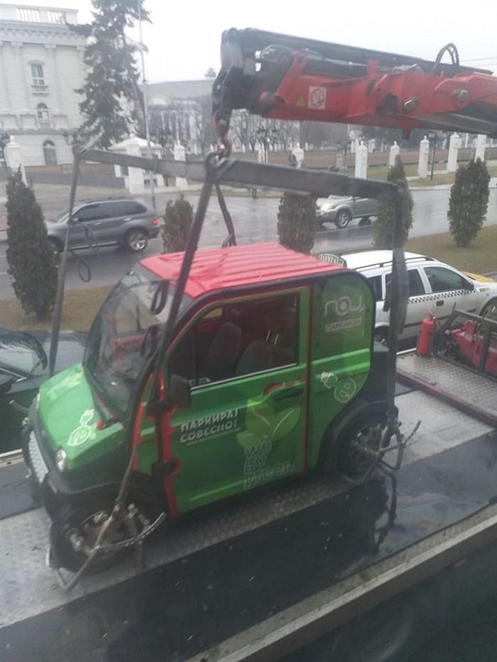 """ФОТО: Пајакот им го """"собра"""" возило на службите на ПОЦ поради непрописно паркирање"""