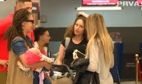 Српска пејачка доживеала напад на паника поради Кинези во авионот- кога ќе дознаете како се штитела од коронавирусот сѐ ќе ви стане јасно