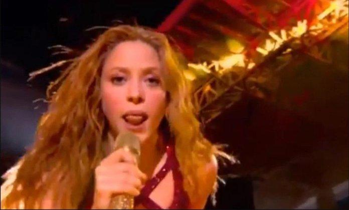 Супер боул не памти ваков настап: Целиот свет зборува за Шакира и нејзиниот јазик (ВИДЕО)
