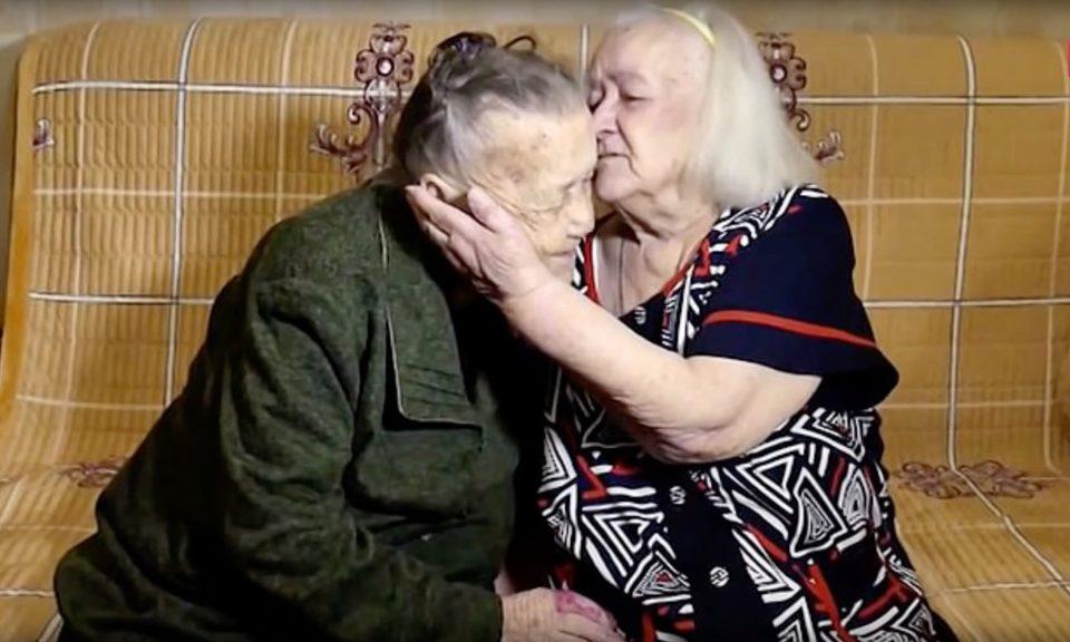 Ќе ве облеат силни емоции: Две сестри се сретнаа по 78 години потрага, ги разделила војната, ги спои судбината (ВИДЕО)