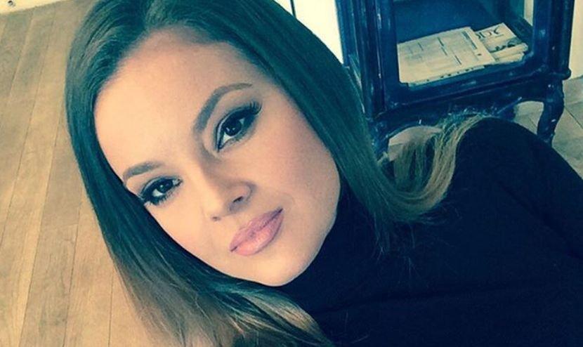 Се разведе и почна да се слика провокативно: Пејачката Славица Чуктераш позира во долна облека (ФОТО)